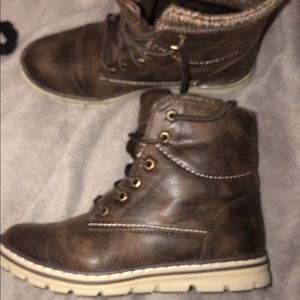 Size 8 Cliff boots. Worn once.